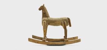 Konie na biegunach, zabawka ludowa między regionami